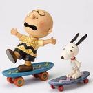 聖誕禮物《Enesco精品雕塑》SNOOPY與查理布朗趣味滑板塑像-Skateboarding Buddies(Peanuts by Jim Shore)_EN87777