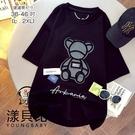 【YOUNGBABY中大碼】貼布立體熊彩色布標英文棉T.黑