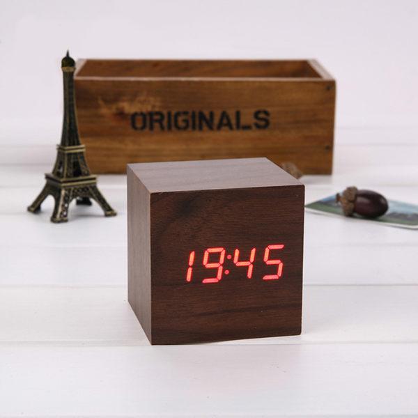 ★全新NG福利品★LED聲控木紋時鐘-正方型 福利品不含電源插頭