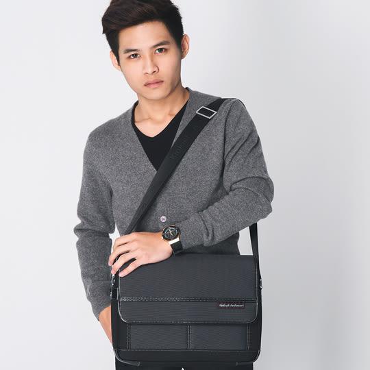 手提包 金安德森 都會暖男 商務型橫式掀蓋斜側包-灰黑