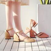 綁帶涼鞋夏季新款絨面包頭中跟涼鞋粗跟復古奶奶鞋一字扣綁帶方頭鞋子 科炫數位