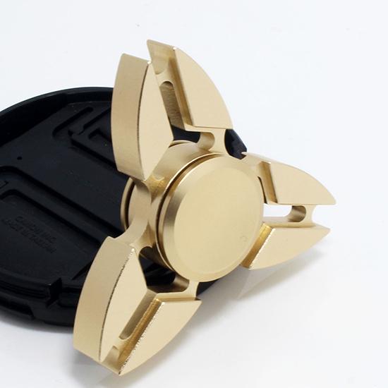 三葉螃蟹款指尖陀螺 鋁合金 螃蟹 三角 手指玩具 抗煩躁 解焦慮【P025-5】米菈生活館