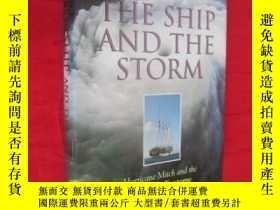 二手書博民逛書店The罕見Ship and the Storm: Hurricane Mitch and the Loss of