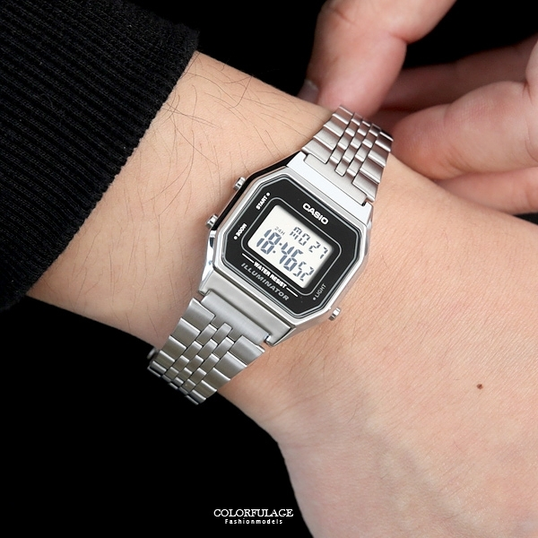 CASIO卡西歐銀色方型復古電子錶NEC141