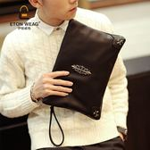 手包街頭軟皮手包新品韓製手拿包潮流鉚釘手包休閒單肩斜跨iPad包