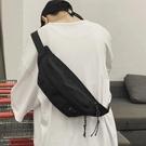 單肩包休閒工裝斜跨小背包女側背包胸包男運動【愛物及屋】