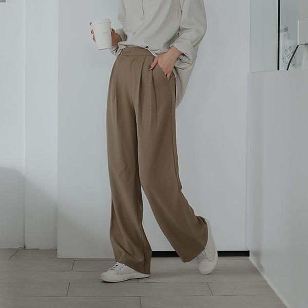 Queen Shop【04030301】基本簡約打褶直筒西裝褲 四色售 S/M/L*現+預*