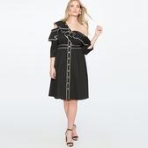 大尺碼洋裝 大碼女裝歐美風時尚氣質性感荷葉邊斜領漏肩高腰修身單排扣連衣裙