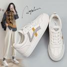 小白鞋女真皮小白鞋女2021春季新款百搭女鞋2021爆款平底網紅韓版港風板鞋 歐歐