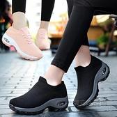 搖搖鞋 老北京布鞋女坡跟時尚款一腳蹬休閒鞋厚底防滑軟底上班襪子搖搖鞋 夏季狂歡