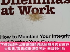 二手書博民逛書店Political罕見Dilemmas at Work: How to Maintain Your Integri