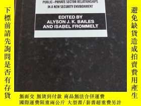二手書博民逛書店商務安全:新安保環境下的公共罕見- 私人關系 Business and Security : Public - P