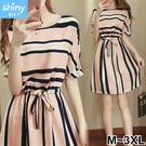 【V2303】shiny藍格子-氣質小資.條紋配色圓領收腰短袖洋裙