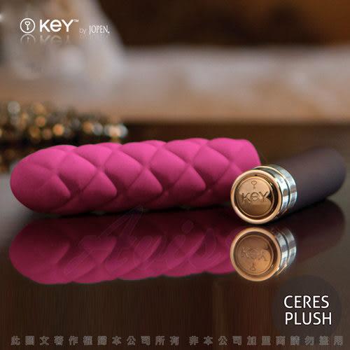 按摩棒 情趣用品滿千送潤滑液~美國KEY Charms Plush佳慕斯 5頻菱格紋迷你按摩棒-桃紅
