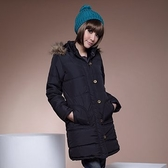 舖棉連帽外套--完美款式毛邊連帽銅扣緞面內裡長版舖棉外套(黑.咖M-2L)-J74眼圈熊中大尺碼
