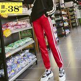 休閒褲--時髦舒適鬆緊撞色條紋收口顯瘦絲滑運動休閒長褲(黑.紅XL-5L)-P139眼圈熊中大尺碼
