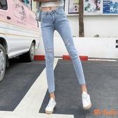 牛仔褲 夏新版減齡淺藍分破洞褲腳流蘇高彈鉛筆牛仔褲 依Baby