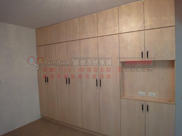 【系統家具】臥室 系統衣櫃 廁所隱藏通道門 衣櫃掛電視設計