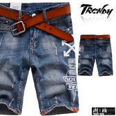 『潮段班』【SD033296】側邊英文字母圖案印花設計微刷白刷破牛仔短褲 五分褲 膝上褲