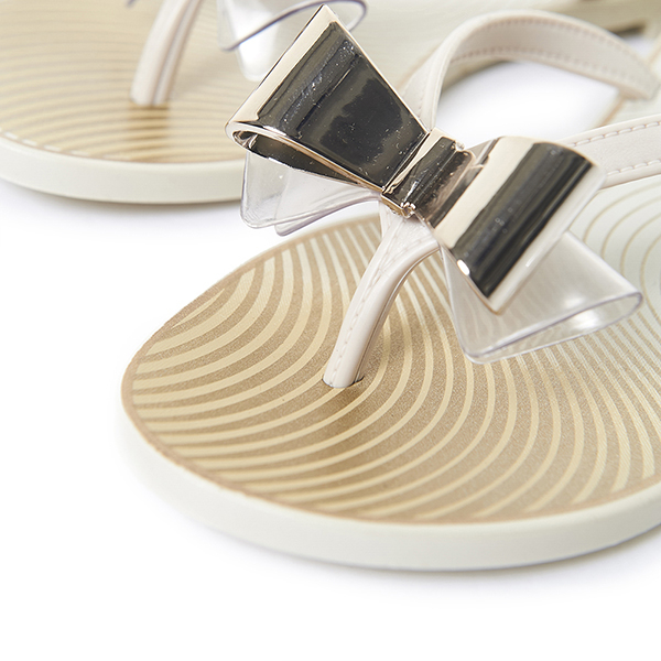 GRENDHA 莫列波紋金屬立體蝴蝶結夾腳鞋-米色