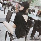 天使波堤【LE0287】垂墜感露背休閒大領口斜肩性感T恤寬鬆上衣(共二色)-寬版顯瘦街頭百搭素面女裝