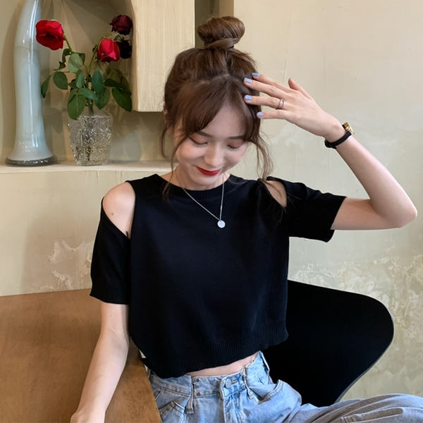 EASON SHOP(GQ0703)韓版復古純色肩膀挖洞鏤空短版圓領短袖毛衣針織衫女上衣服打底顯瘦內搭彈力黑白