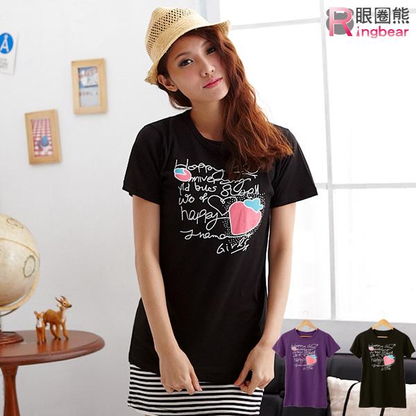 棉T--可口草莓印圖草寫英文字短袖圓領棉T(黑.紫M-2L)-T153眼圈熊中大尺碼◎