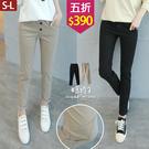 【五折價$390】糖罐子質感雙釦造型車線純色縮腰長褲→預購(S-L)【KK7421】