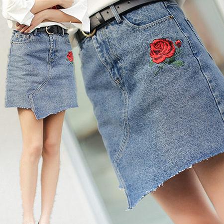 ※現貨 磨破不規則玫瑰刺繡牛仔短裙 S-L碼 【KN71082】