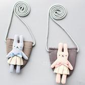 坑條小兔單肩斜背小包 兒童包 裝飾背包 衣著配件