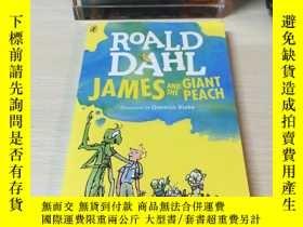 二手書博民逛書店羅爾德達爾Roald罕見Dahl James and the Giant Peach詹姆斯與大仙桃Y39392
