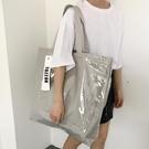 快速出貨 大包包女大容量銀灰色防水pvc...