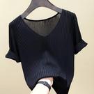 2021新款冰絲針織衫寬鬆V領打底內搭黑色T恤白色短袖女純色春夏薄 果果輕時尚