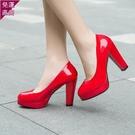 工作鞋 春秋黑色高跟鞋女工作鞋職業防水臺漆皮粗跟單鞋中跟大碼皮鞋【快速出貨】