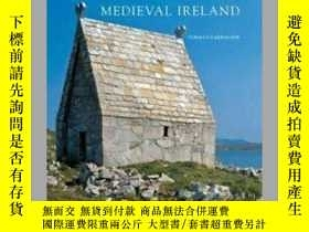 二手書博民逛書店【包罕見】Churches in Early Medieval