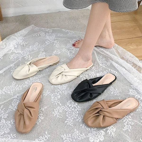 拖鞋.質感簡約扭結抓皺圓頭平底穆勒鞋.白鳥麗子