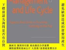 二手書博民逛書店Women罕見In Management And Life Cycle: Aspects That Limit O