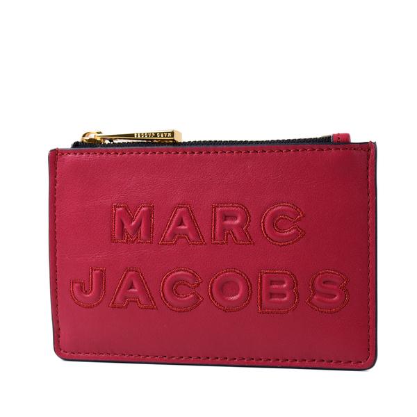美國正品 MARC JACOBS 浮雕LOGO牛皮證件套/拉鍊零錢包-櫻桃紅【現貨】