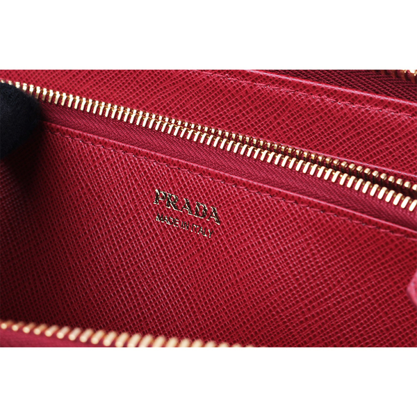 【PRADA】浮雕logo防刮牛皮ㄇ型拉鏈長夾(紅色) 1ML506 QWA F068Z