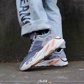 【現貨】adidas Yeezy Boost 700 Magnet KanyeWest 鐵灰 橘白 磁鐵 麂皮 女鞋 FV9922
