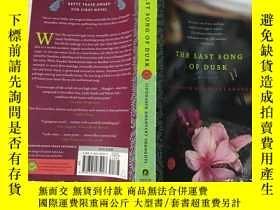 二手書博民逛書店THE罕見LAST SONG OF DUSK 黃昏的最後一首歌(