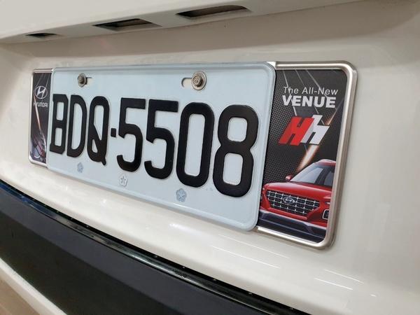 HYUNDAI現代【VENUE車牌框-單片】四種款式 V妞 肥妞 VENUE專用配件 造型車牌框 牌照框改裝