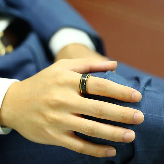 《 QBOX 》FASHION 飾品【RTCR-089】精緻個性歐美雅痞雙鑽鋯石間金黑鎢鋼戒指/戒環