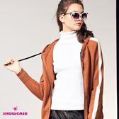 【SHOWCASE】翻領別針彈性修身針織上衣(黑/白)
