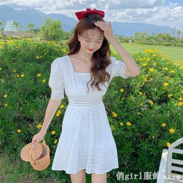 方領高腰白色連身裙