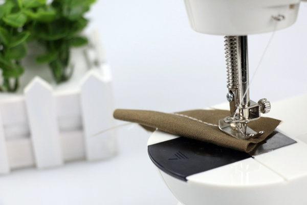 現貨-縫紉機家用台式電動迷妳多功能型 帶燈送擴展台