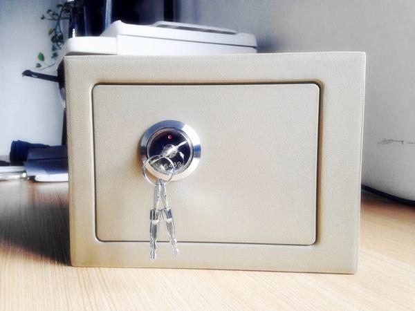 8折免運 保險箱家用小型老人辦公保險櫃家用全鋼入牆迷你機械鎖保管箱床頭WY
