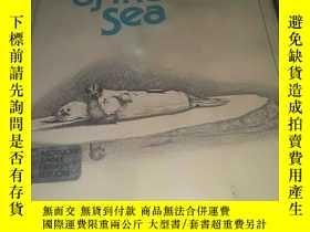 二手書博民逛書店hunfed罕見mammals of the seaY14476