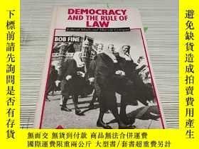 二手書博民逛書店DEMOCRACY罕見AND THE RULE OF LAW L