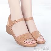 夏季新款媽媽涼鞋女平底軟底中年中跟中老年牛筋底涼鞋「錢夫人小鋪」